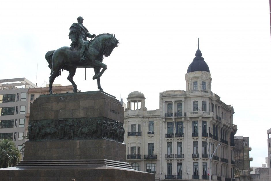 Montevideo sights: Artigas Statue