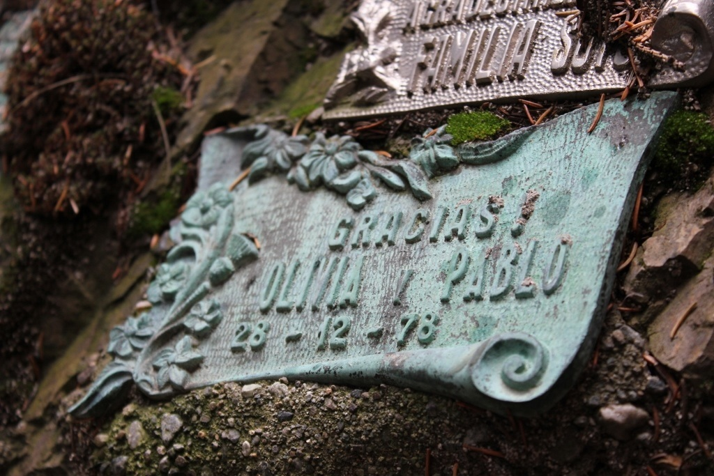 A plaque dating to 1978 at the Gruta Virgen de las Nieves in Bariloche, Argentina