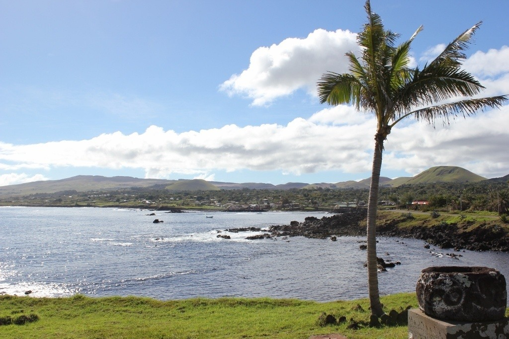 Hike Easter Island: The beginning of our walk along the Hanga Roa shoreline