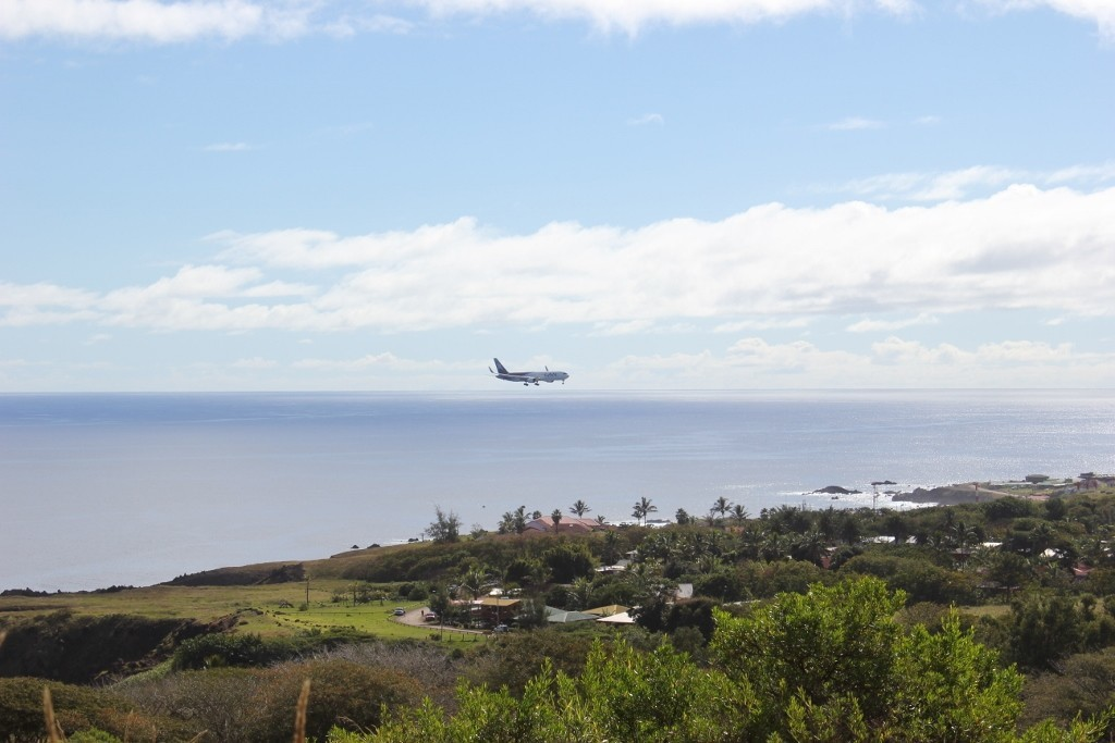 Hike Easter Island: A perfect viewpoint for the daily LAN flight