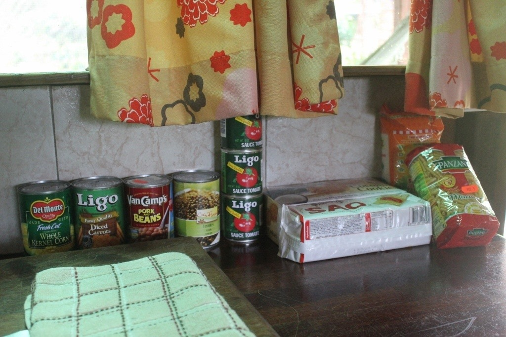 Moorea, French Polynesia on a Budget: Surviving on inexpensive, canned goods