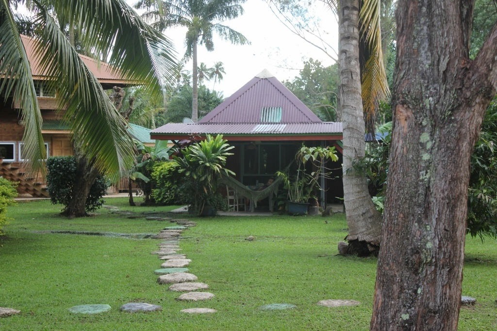 Budget Island Accommodations: Moorea, Mark's Place Moorea, Bungalow Fare Miti at Mark's Place Moorea
