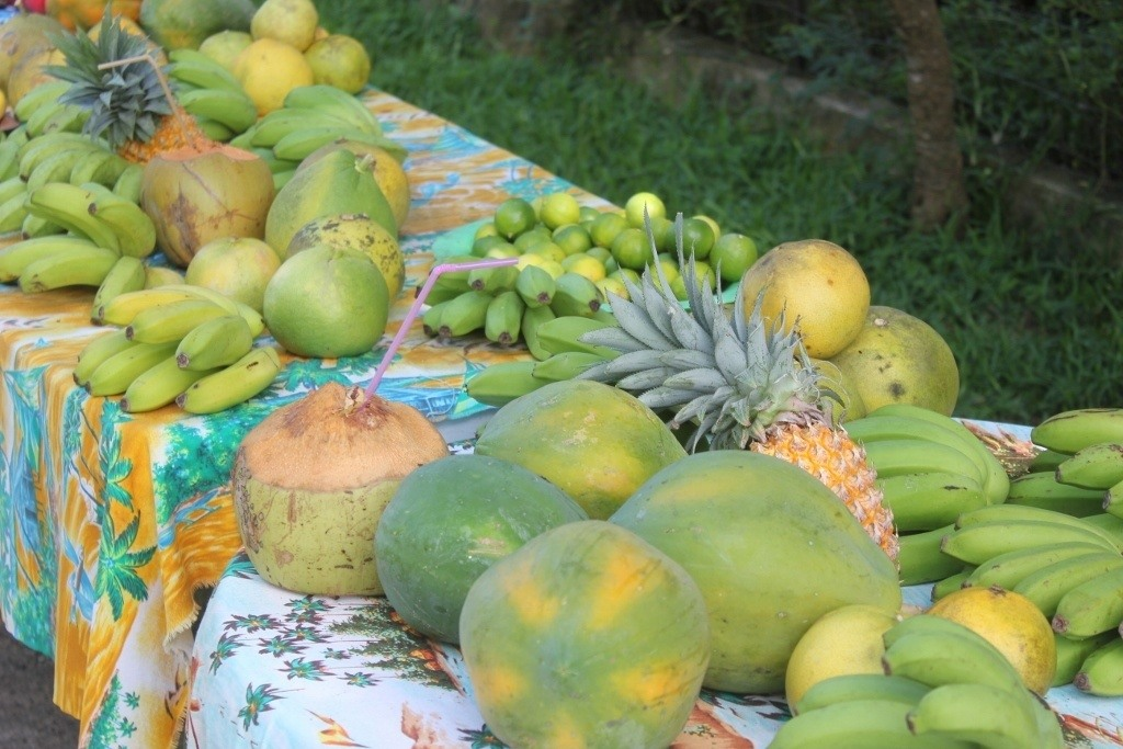 Moorea, French Polynesia on a Budget: Fresh fruit from roadside stands