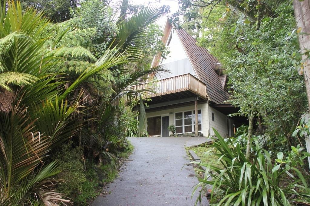 Titirangi Beach accommodation rentals near Auckland, NZ