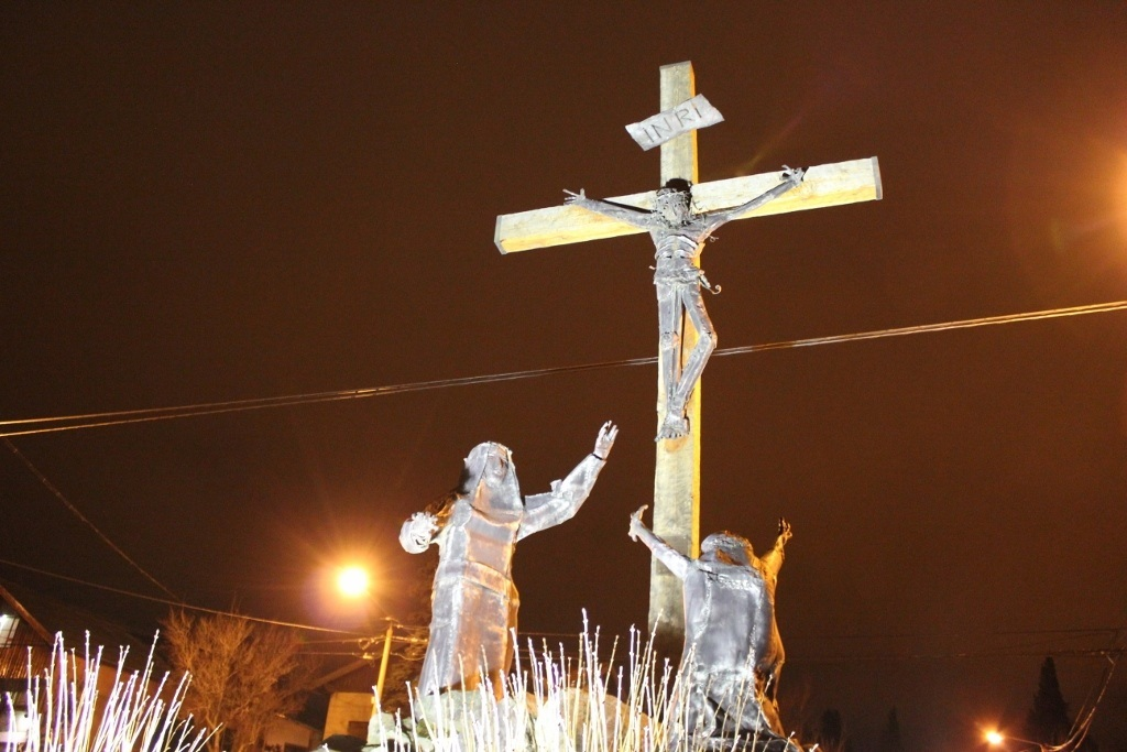 Bariloche sights: Crucifix in the middle of the road