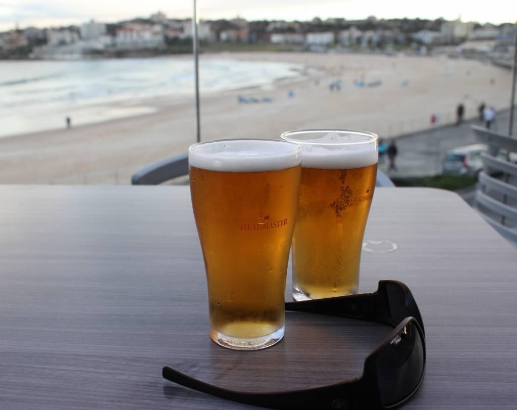 Bars in Bondi Beach: North Bondi RSL - Pints with a view at North Bondi RSL