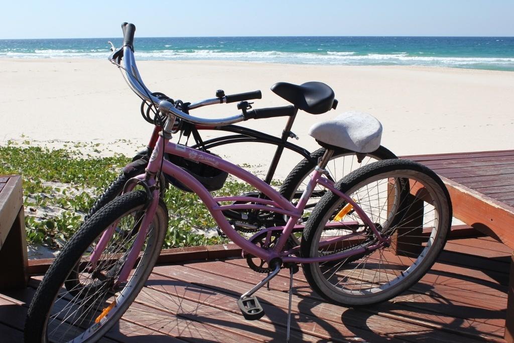 Cruising Bike path from Coolangatta to Currumbin Australia JetSetting Fools