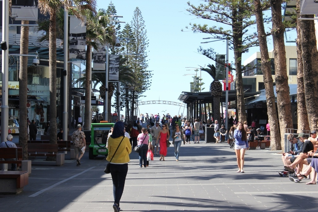 Day trip to Surfers Paradise from Coolangatta: the main pedestrian footpath