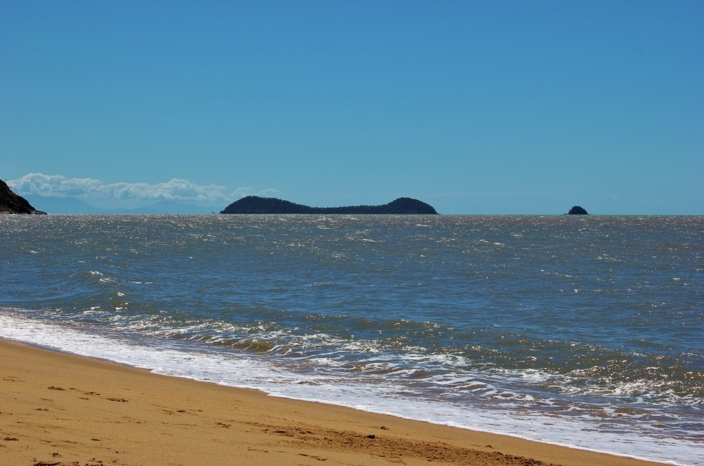 Things to do in Cairns, Australia on a budget: Trinity Beach, part of the Northern Beaches, is just a bus ride away from Cairns!