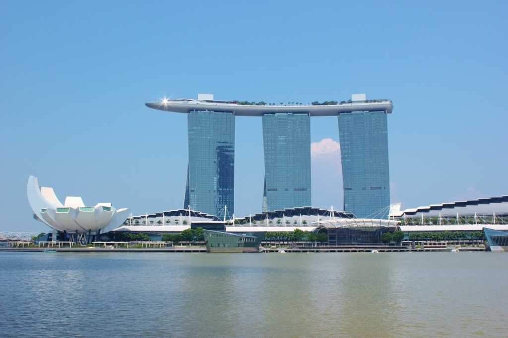 Singapore Marina Bay self-guided walking tour: The Marina Bay Sands Hotel and ArtScience Museum