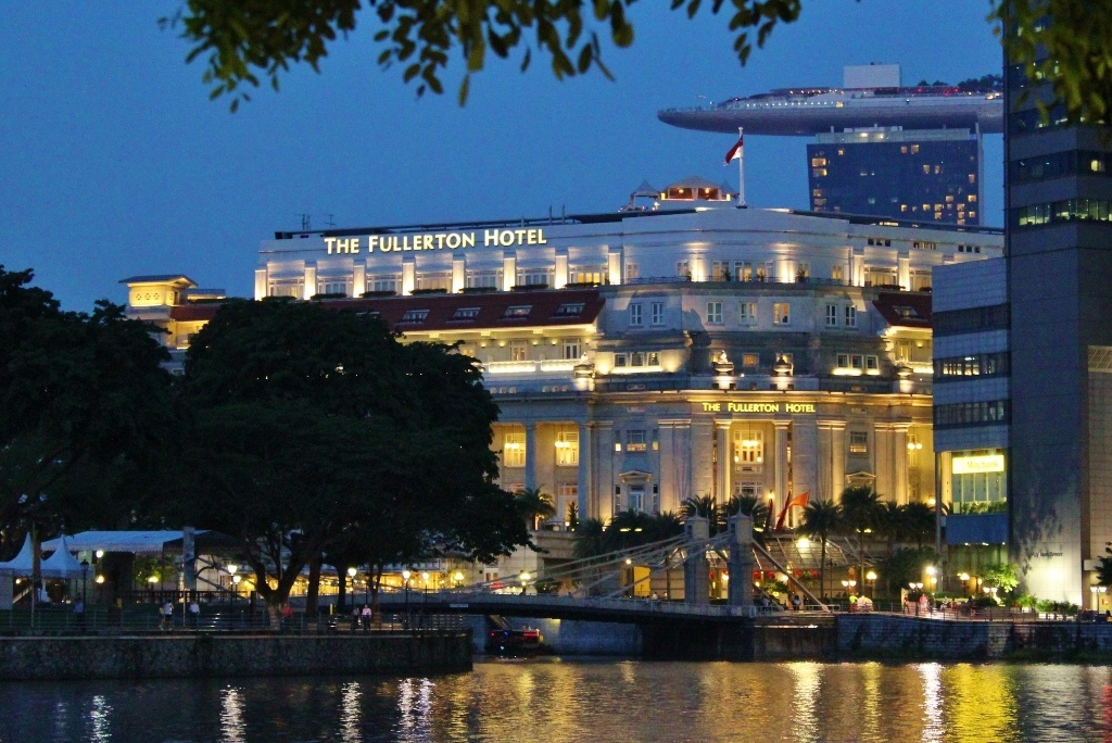 Singapore Marina Bay self-guided walking tour: Boat Quay with The Fullerton Hotel and Marina Bay Sands in the background