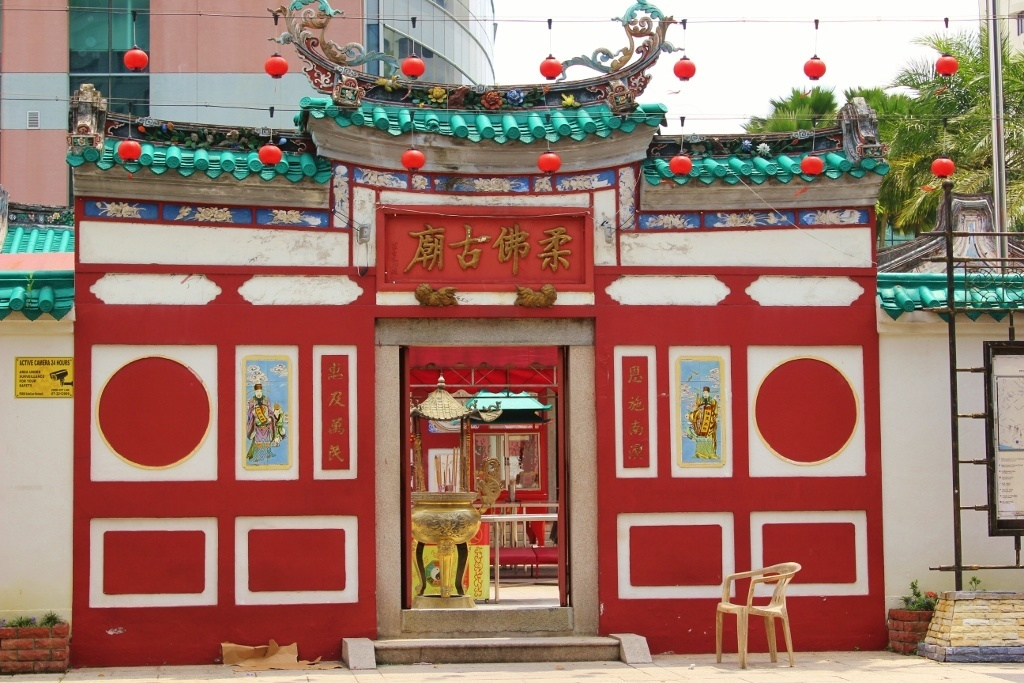 A walk in Johor Bahru, Malaysia: The Old Chinese Temple in Johor Bahru