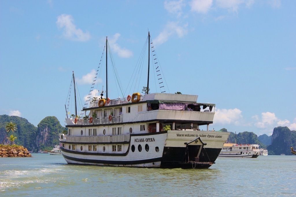 Halong Bay cruise: Our boat, A Class Opera