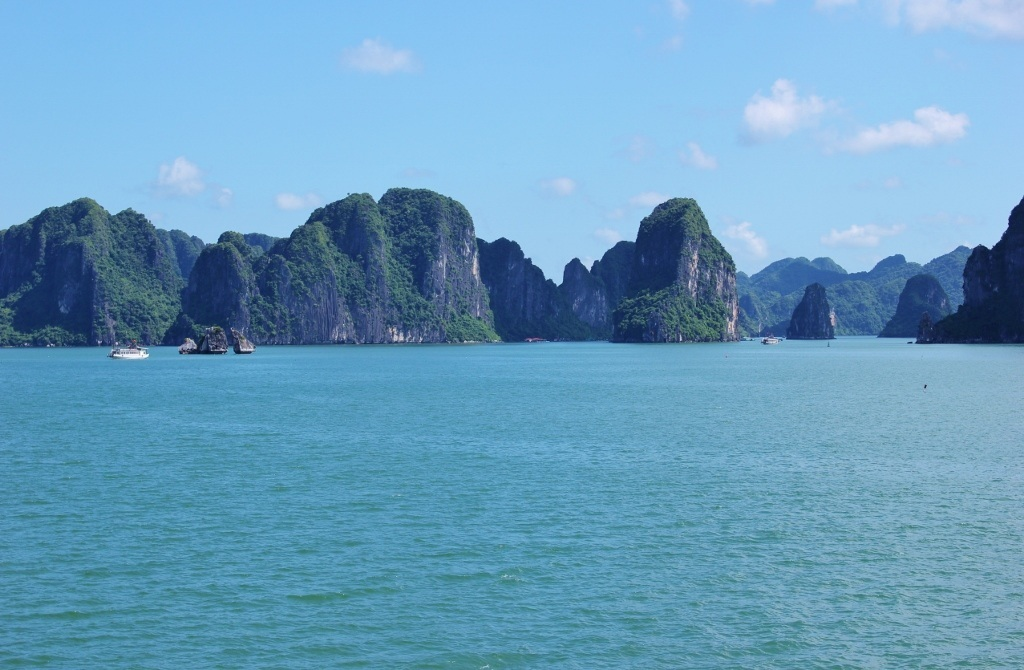 Halong Bay cruise: Stunning scenery