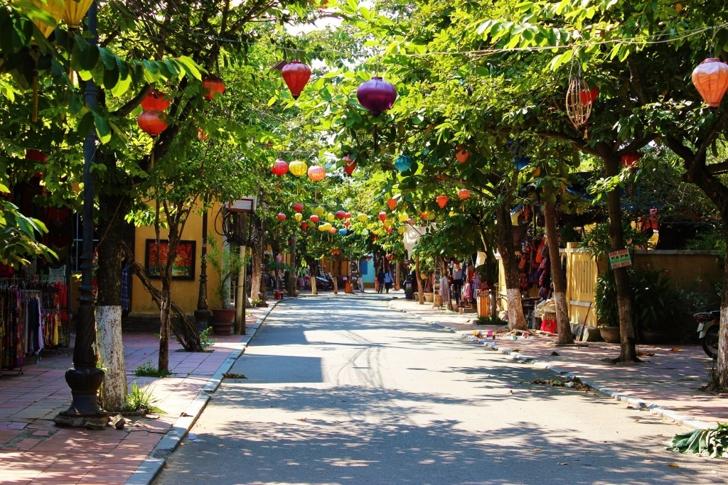 first impressions of Hoi An, Vietnam: Wide, calm streets where lanterns hang over the streets in Hoi An, Vietnam