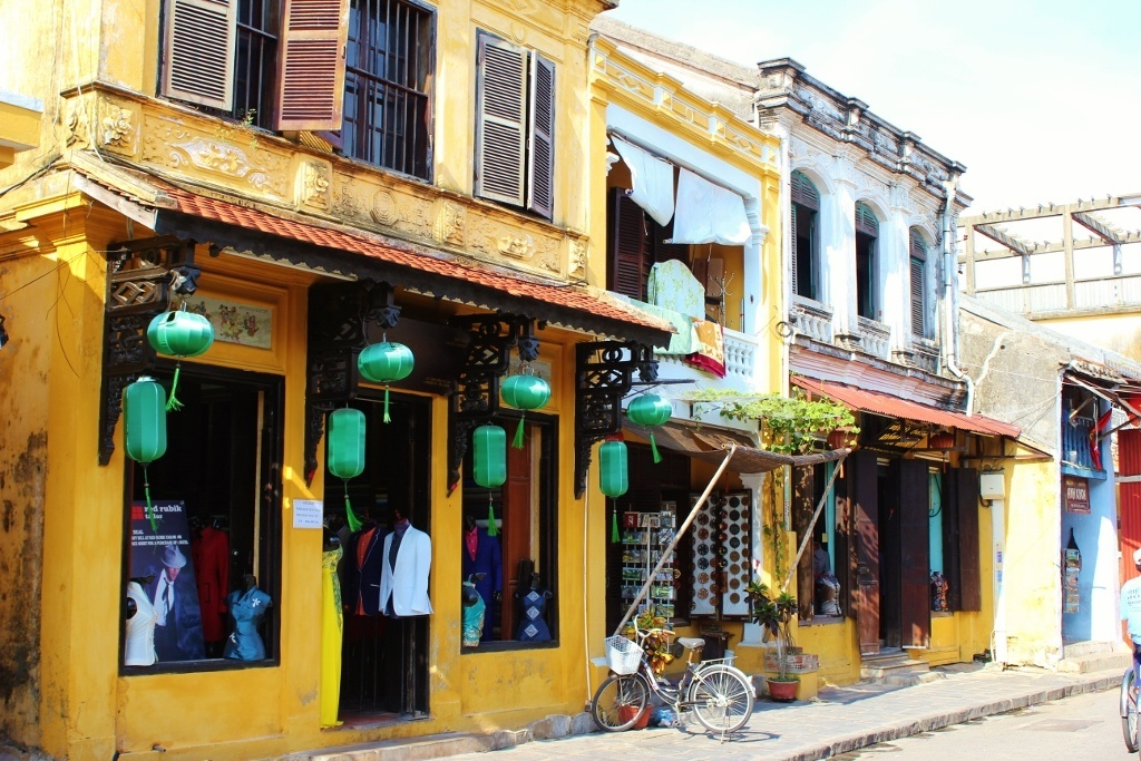 first impressions of Hoi An, Vietnam: Shops line the streets