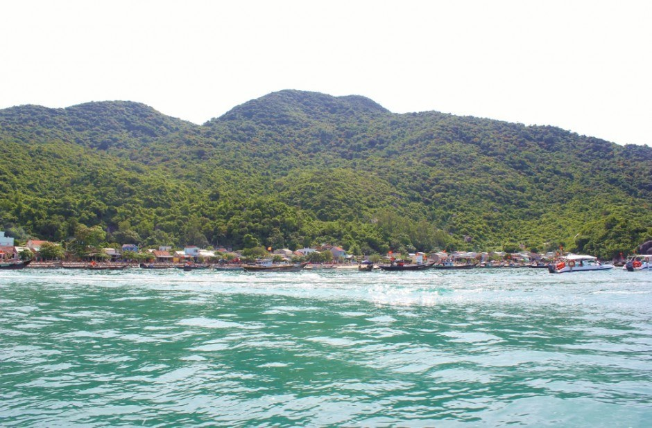 Day trip to the Cham Islands: Arrival by motorboat