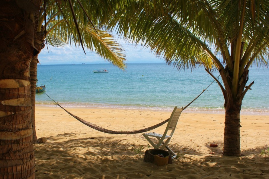 Day trip to the Cham Islands: a relaxing hammock for those who didn't want to swim