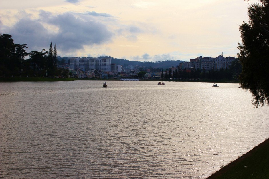 Sightseeing in Dalat, Vietnam: Xuan Huong Lake