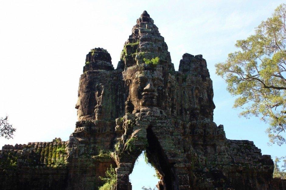 Visiting the Temples of Angkor: Angkor Thom South Gate