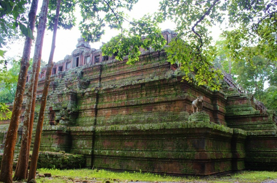 Visiting the Temples of Angkor: Phimeanakas
