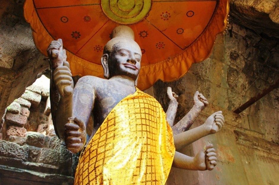 Visiting the Temples of Angkor: Angkor Wat statue of Vishnu