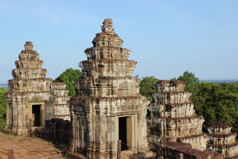 Angkor Temple Tour: Phnom Bakheng - Remains of the 108 towers