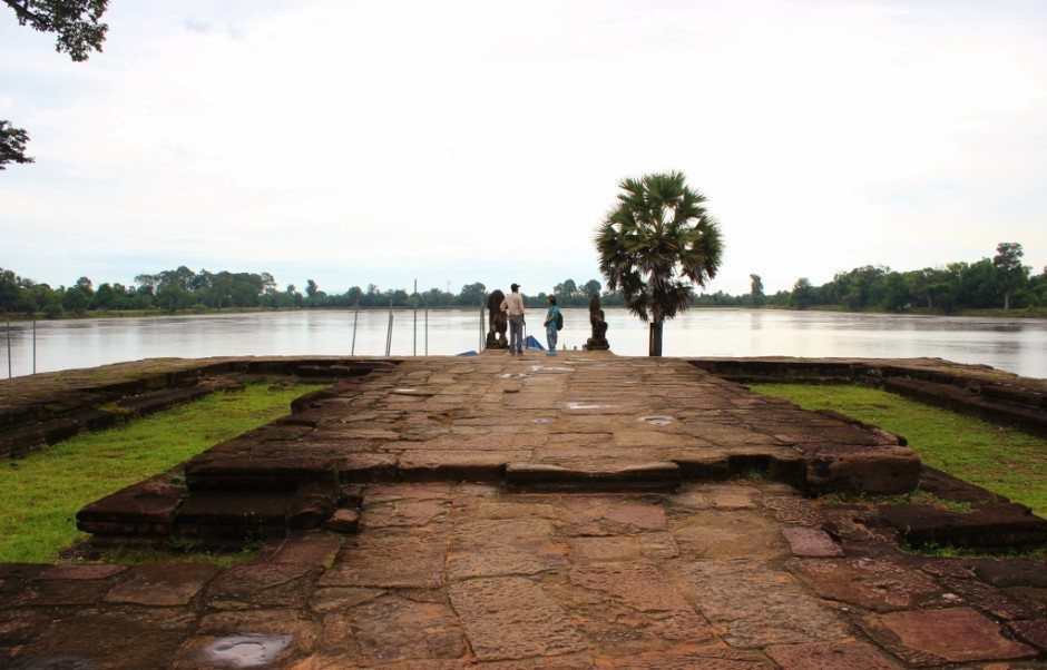 Angkor Temple Tour: Sra Srang - only the foundation survives