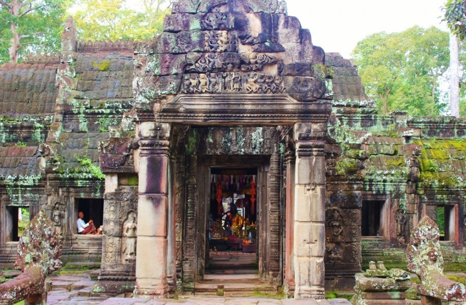 Angkor Temple Tour: Banteay Kdei - A colorful shrine can be seen through the door of the temple