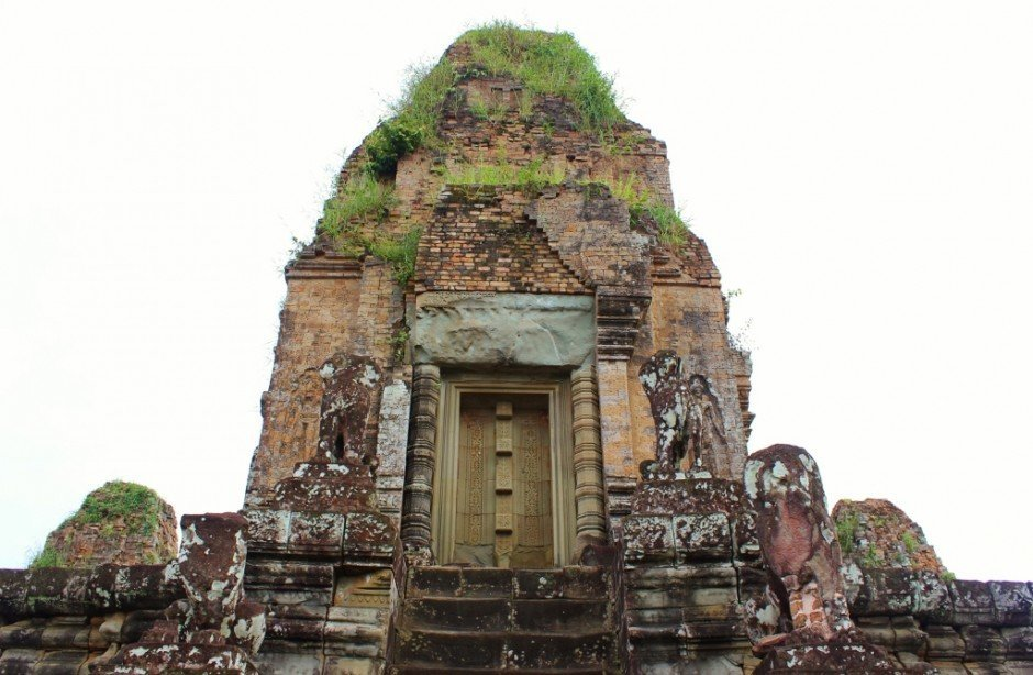 Angkor Temple Tour: Pre Rup - The main tower at Pre Rup