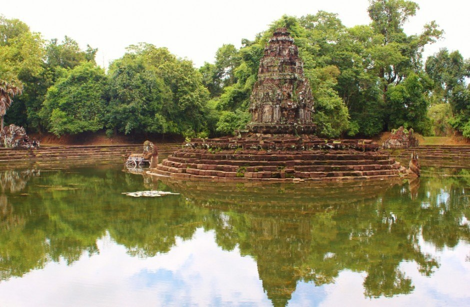 Angkor Temple Tour: Neak Pean - The island temple of Neak Pean sits in the middle of a square pond, surrounded by four smaller ponds
