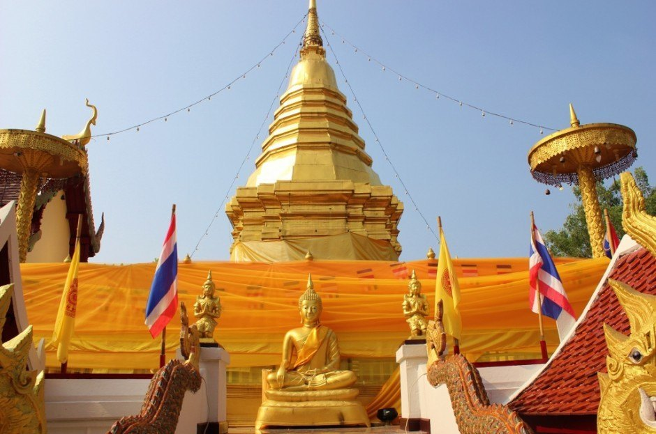 Visiting Chiang Mai temples: Doi Kham Temple - 7th century pagoda