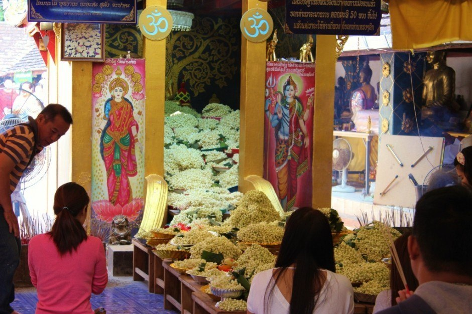 Visiting Chiang Mai temples: Doi Kham Temple - jasmine offerings