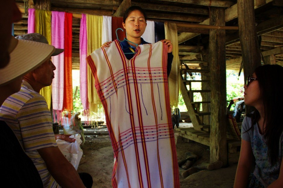 Chiang Mai trekking trip: Visiting a hill tribe village - traditional clothing