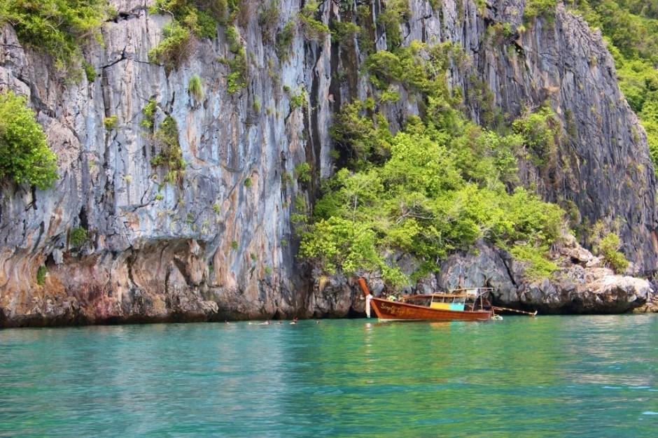 Four Island Tour from Koh Lanta: Koh Waen for snorkeling