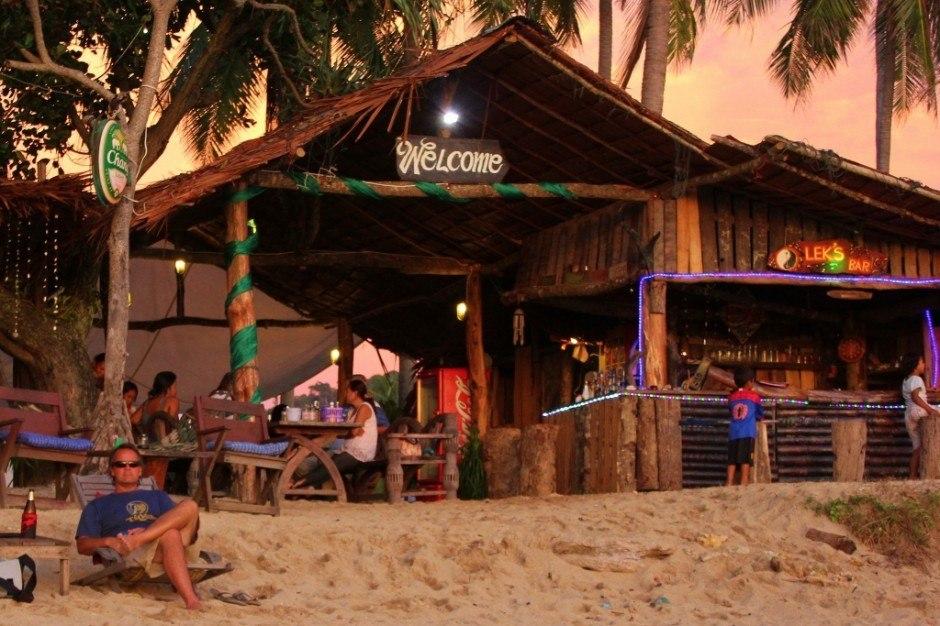 Daily life on Koh Lanta: Happy hours at Family run beach bars