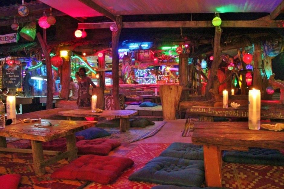 Daily life on Koh Lanta: Freedom Bar