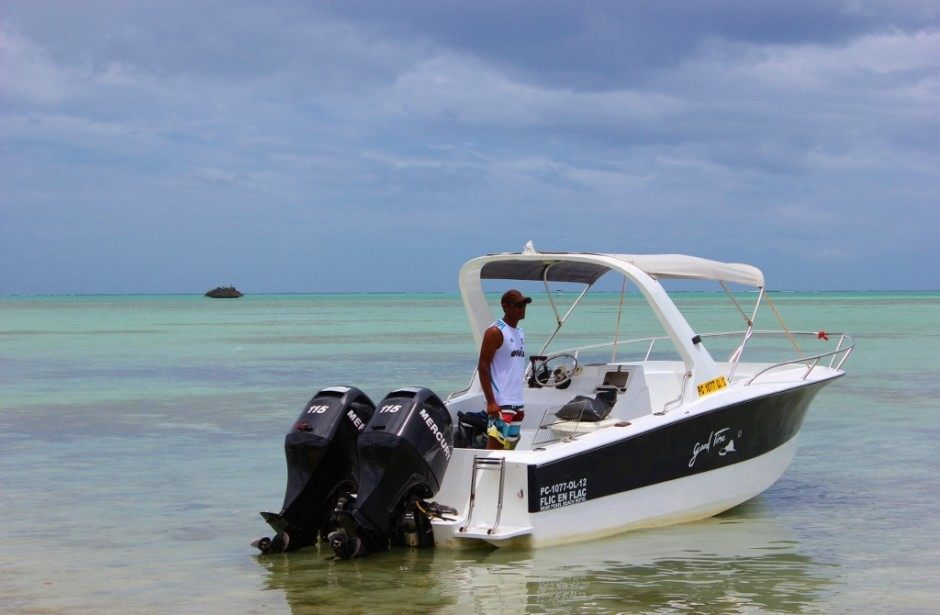 Mauritius day boat itinerary: Swimming with dolphins, outer reef snorkeling, beach lunch