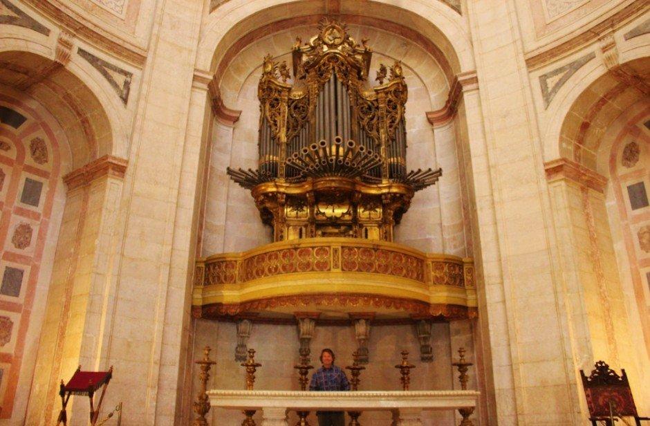 Lisbon's National Pantheon: The organ and alter