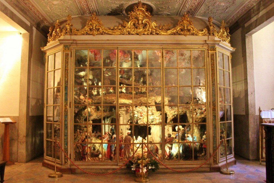 Basilica da Estrela - The famous Nativity scene with more than 500 pieces at the Basilica da Estrela