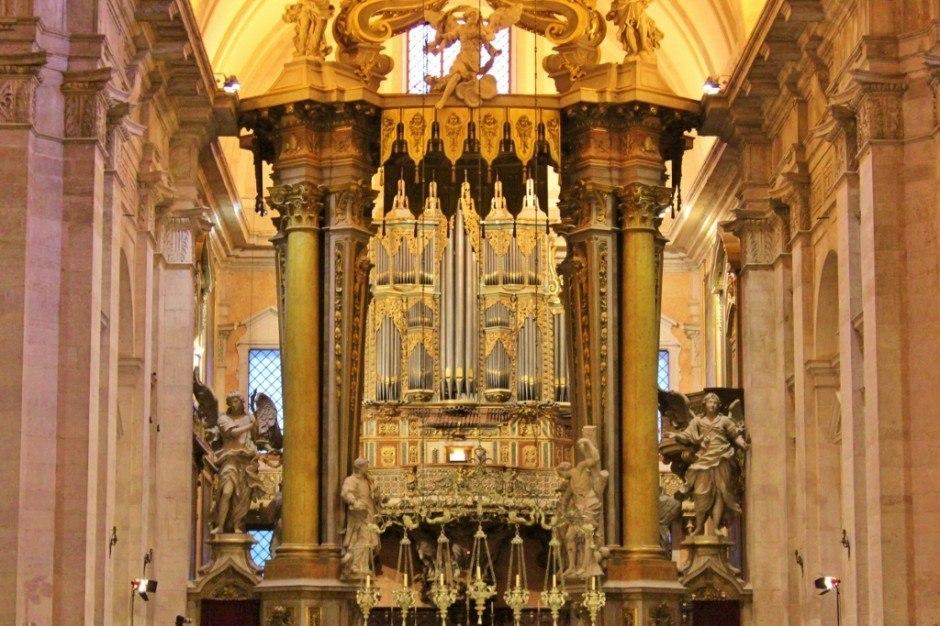 Sao Vicente de Fora organ