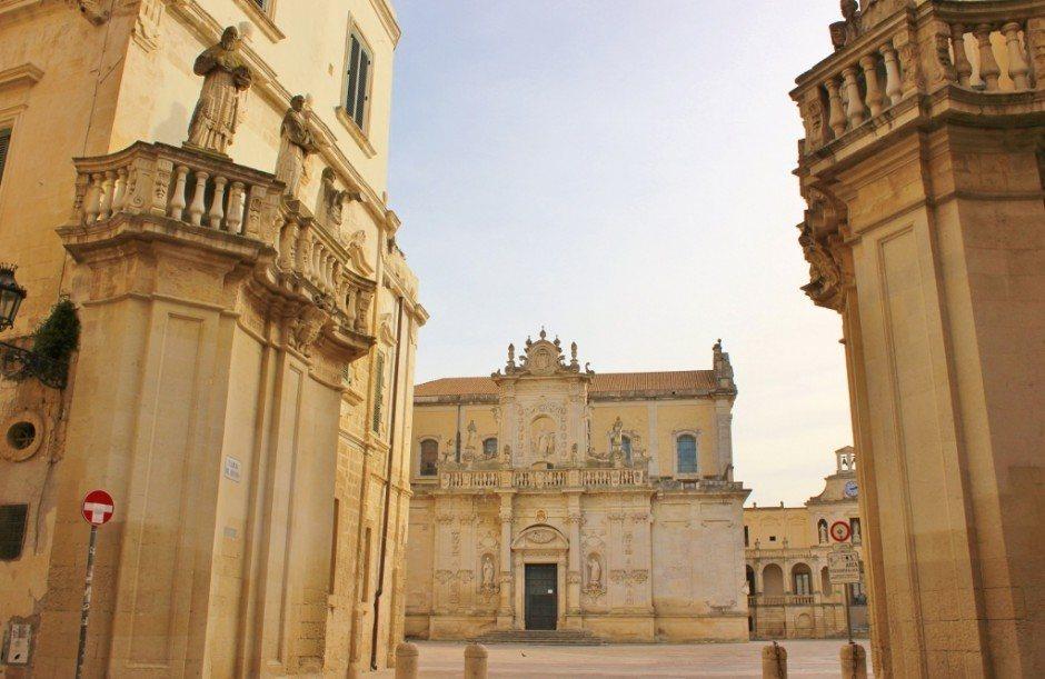 Piazza del Duomo in Lecce, Italy: Entrance into Piazza del Duomo