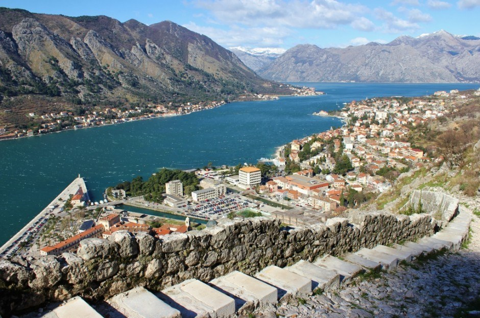 Hiking in Kotor: Steps and a gravel path lead the way to the top