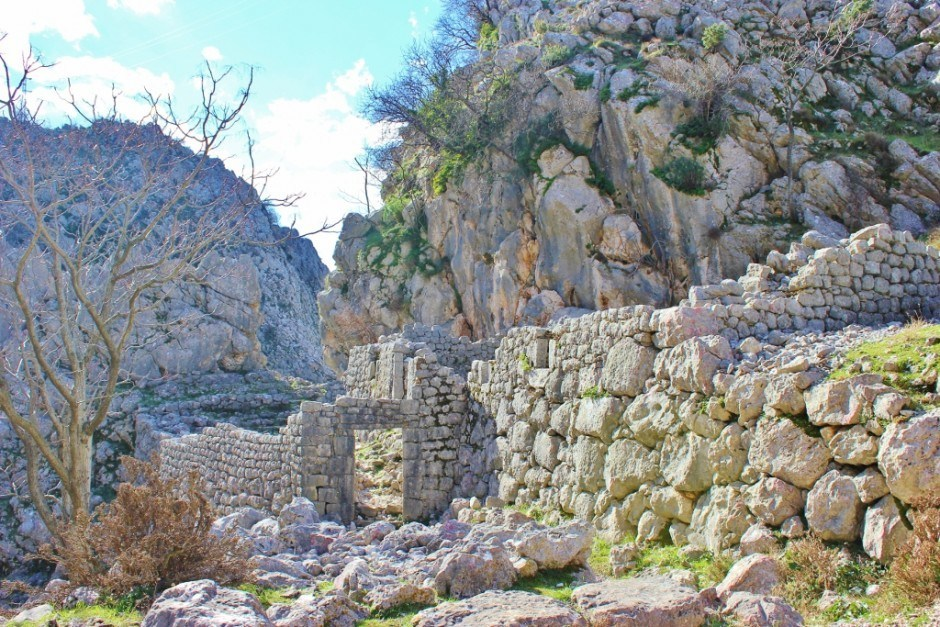 Hiking in Kotor: Remnants of 1000 year old homes