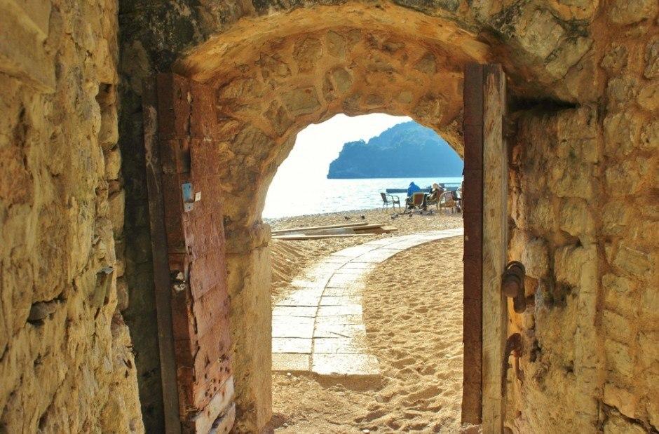 Budva, Montenegro: Doorway through the walls to the shore