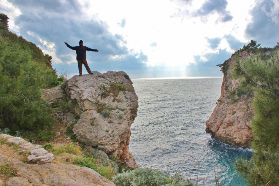 Dubrovnik nature walk: steep cliffs and turquoise water