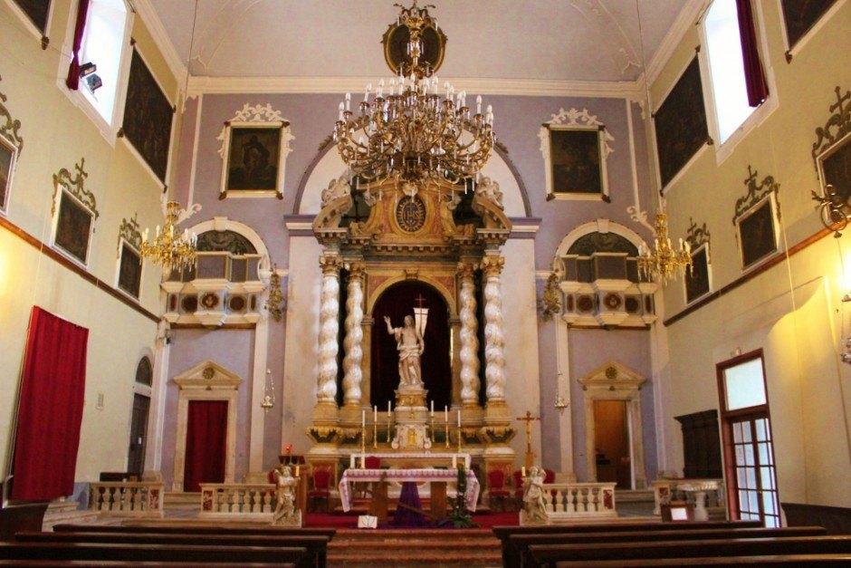 Dubrovnik sights: Franciscan Church inside