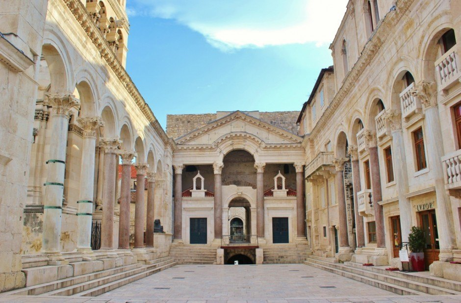 Diocletian's Palace: The Peristil (courtyard)