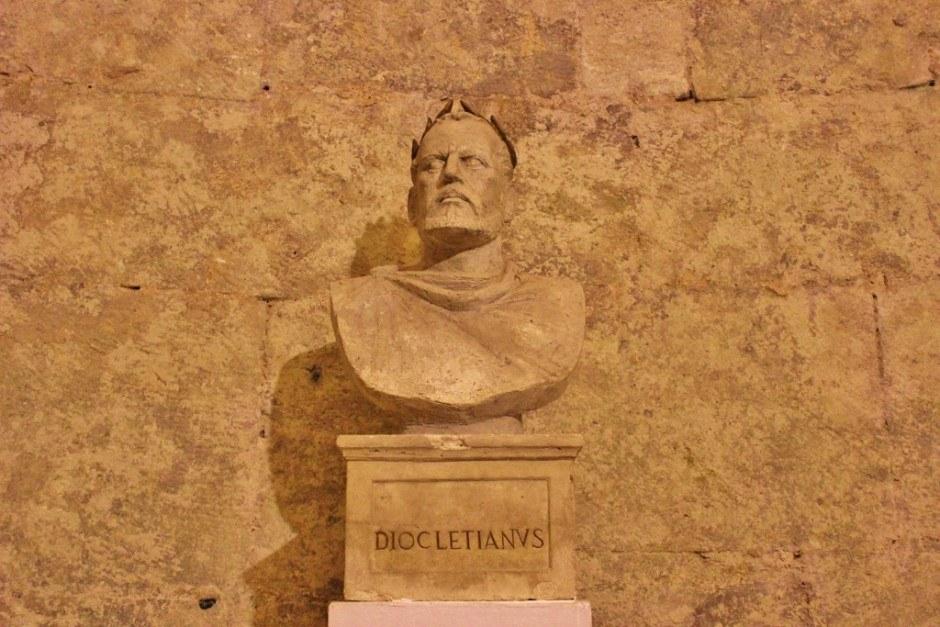 Diocletian's Palace: Diocletian statue