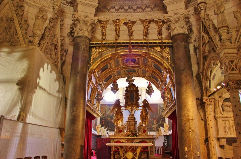 Diocletian's Palace sights: Cathedral altar